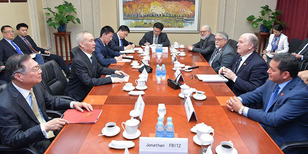 """Consensos econômicos e comerciais China-EUA """"satisfazem interesses dos povos"""", diz vice-premiê"""