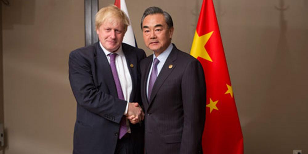 Chanceleres chinês e britânico prometem aprofundar cooperação bilateral