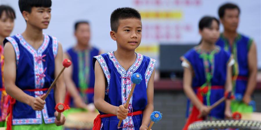 Etnia Zhuang celebra Festival Weifeng