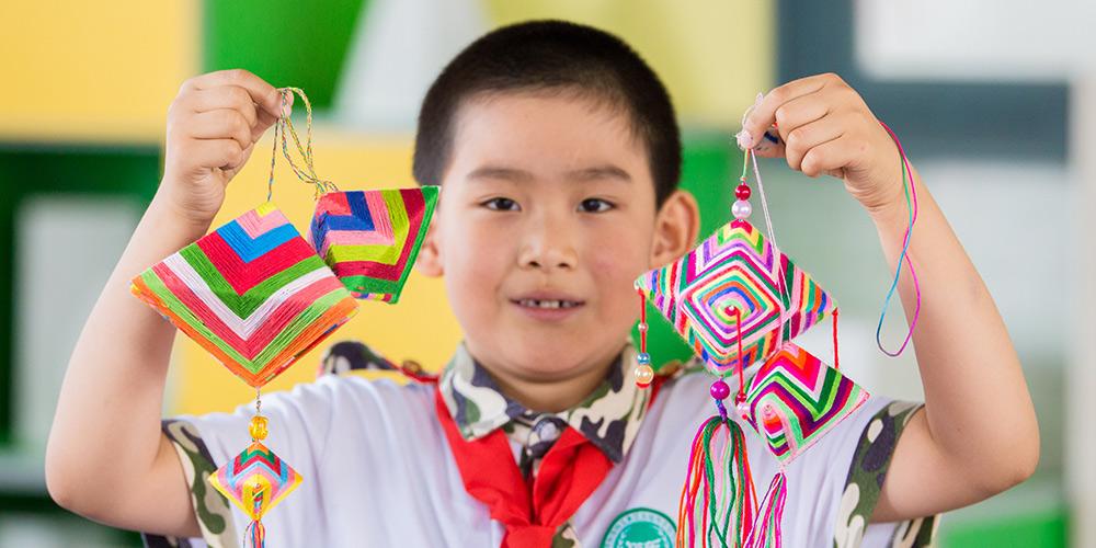 Preparação de zongzi: Tradição chinesa às vésperas do Festival do Barco-Dragão