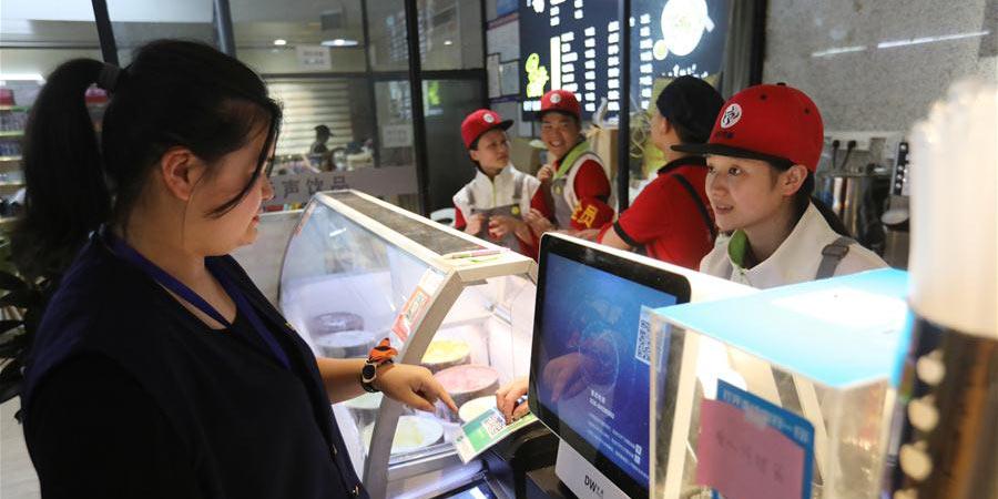 Cooperação entre escola e empresas geram emprego e oportunidade para alunos surdos e mudos em Guiyang