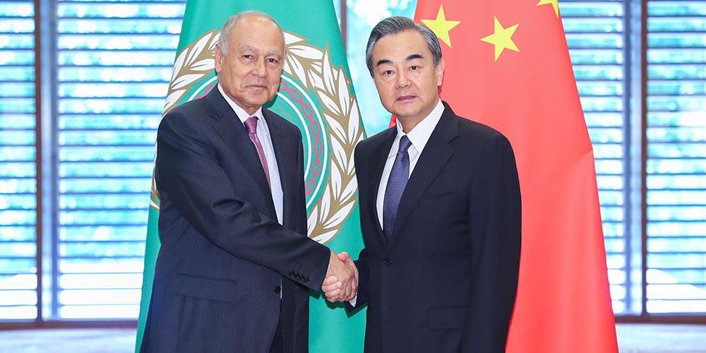 Conselheiro da China se reúne com chefe da Liga Árabe e chanceler do Egito