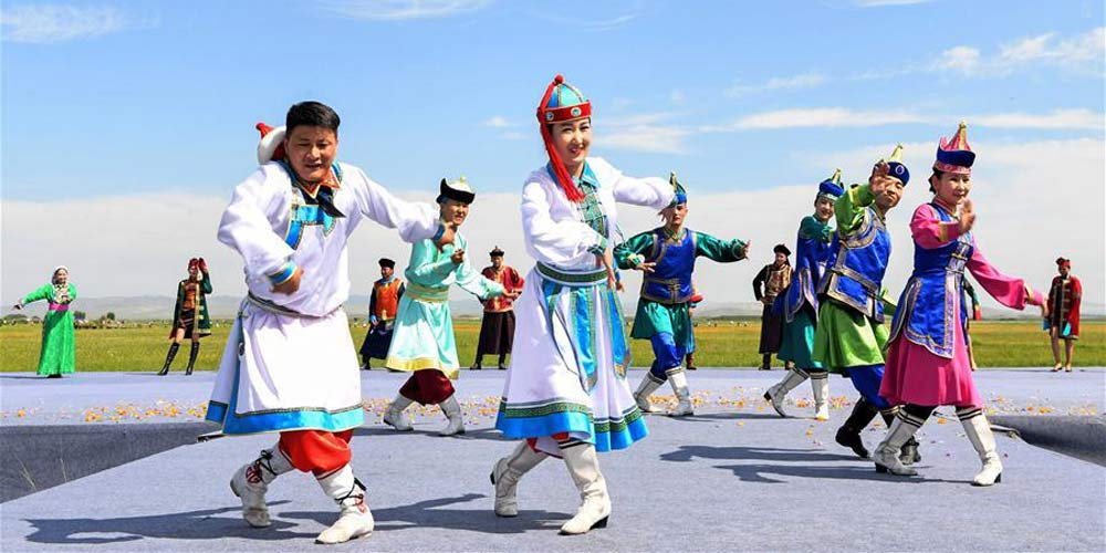 Abertura do Festival Trollius na Pradaria Jinlianchuan na Mongólia Interior, norte da China