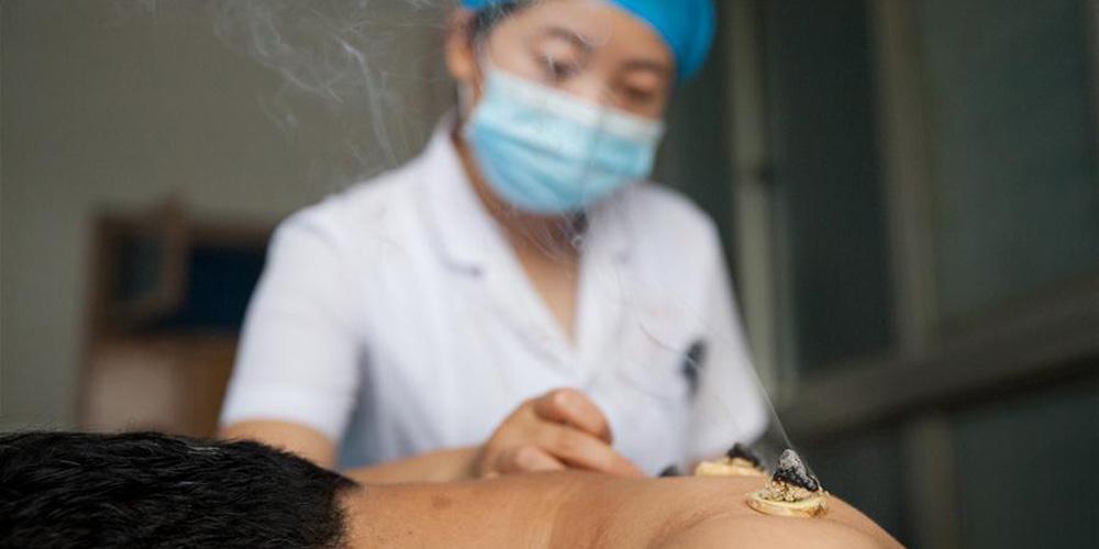 Médicos praticam tratamento de sanfutie para cidadãos na China