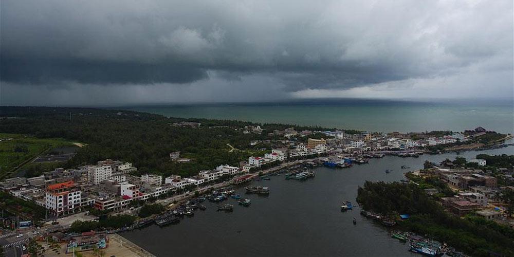 Serviços de balsa no estreito no sul da China interrompidos enquanto tufão se aproxima