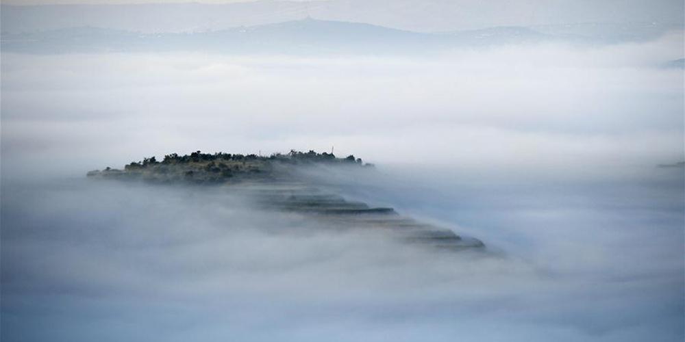 Cenário do Parque de Terraços Jinjiping em Ningxia, China