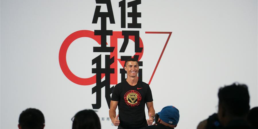 Jogador de futebol português Cristiano Ronaldo participa de evento promocional em Beijing