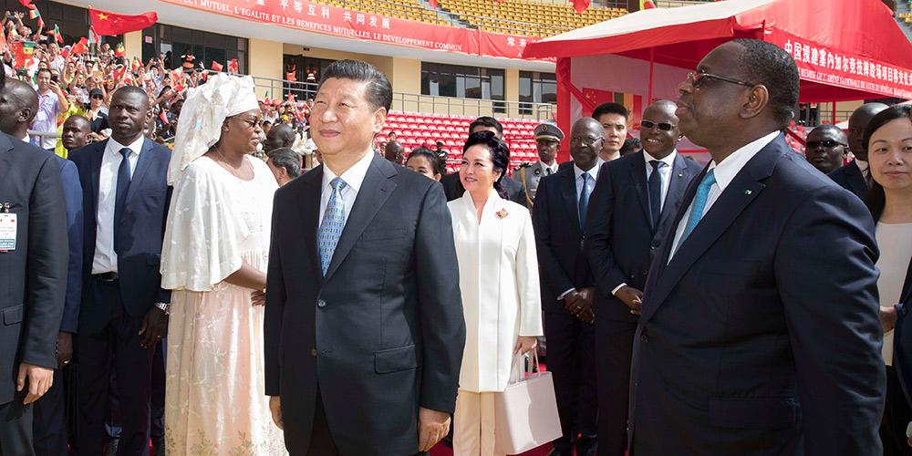 Xi assiste à cerimônia de entrega da arena nacional de luta do Senegal