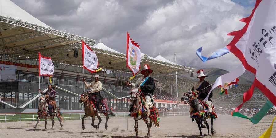 Festival de corrida de cavalos é inaugurado na Região Autônoma do Tibet, sudoeste da China