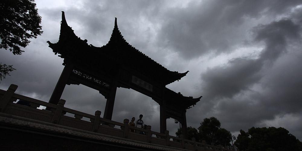 Cidade chinesa de Yangzhou recebe fortes chuvas devido à influência do tufão Yagi