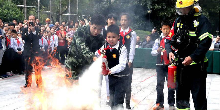 Shanghai realiza exercício de resgate para a 1ª Exposição Internacional de Importação da China
