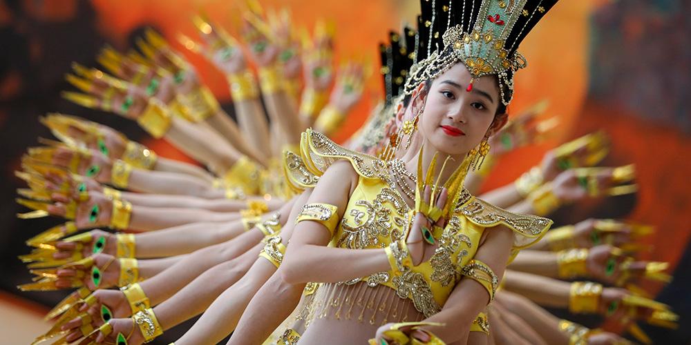 Artistas apresentam dança do Bodisatva de Mil Mãos na sede da ONU