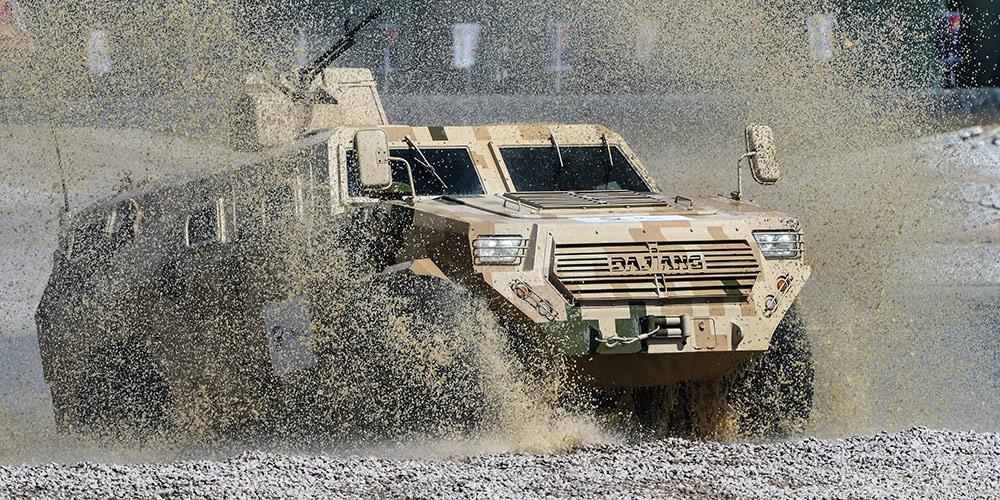 Equipamentos militares terrestres exibidos durante Airshow China em Zhuhai