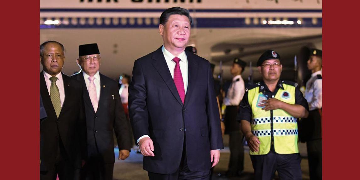 Xi chega a Brunei para visita de Estado