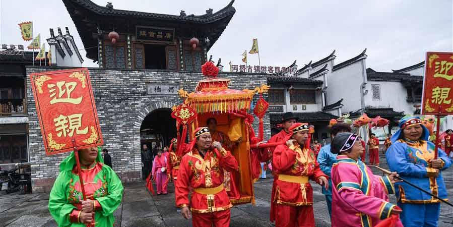 Feira do templo na antiga vila Heqiao em Zhejiang