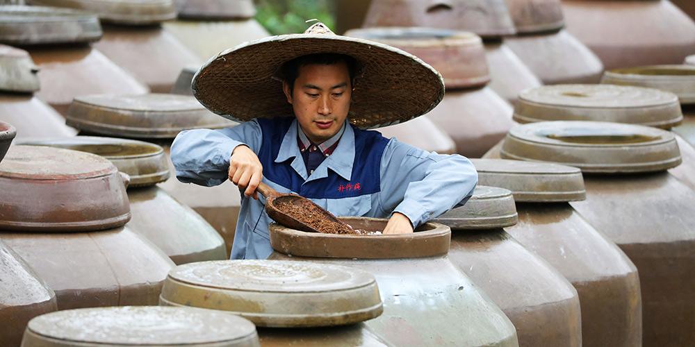 Cidade de Guizhou preserva método tradicional de produção de vinagre