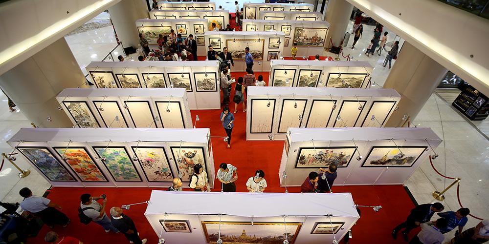 Exposição de artistas chineses é realizada em Rangum, capital de Mianmar