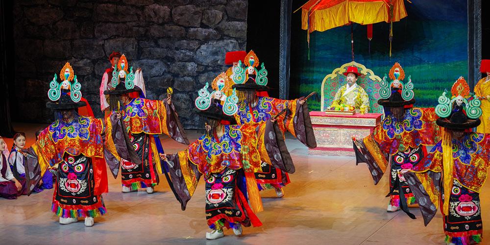 Ópera tibetana apresentada em Lhasa, sudoeste da China