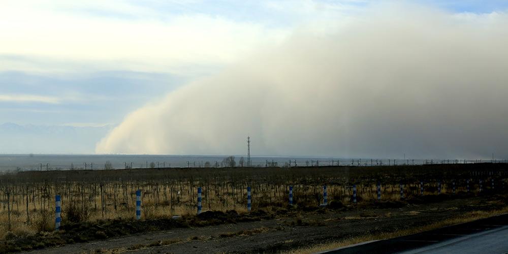 Tempestade de areia atinge cidade no noroeste da China