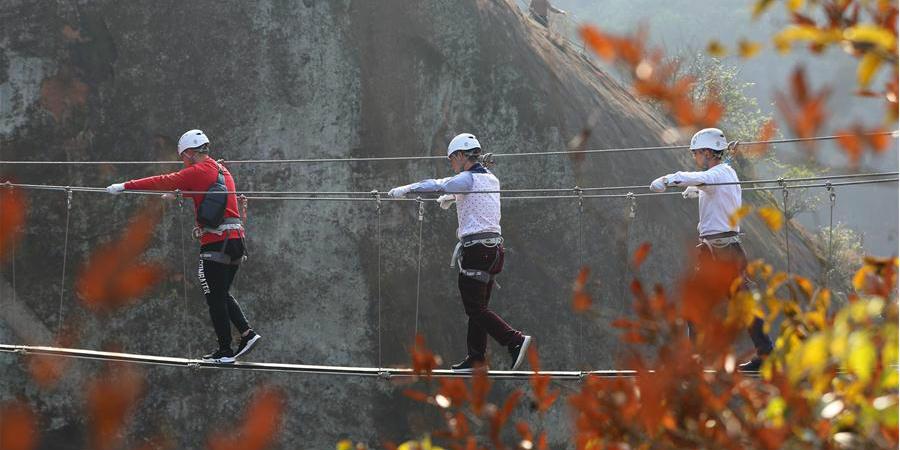Visitantes praticam esportes ao ar livre em Hunan