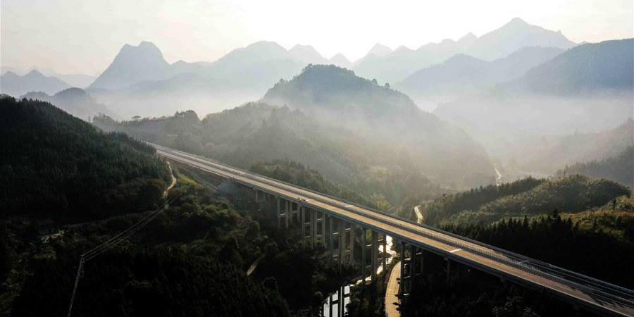 Região Autônoma Zhuang de Guangxi marca 60º aniversário de estabelecimento