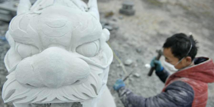Moradores transformam rochas lisas em delicadas obras de arte em Hubei