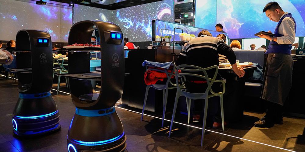 Restaurante de Beijing integra IA e atrai consumidores