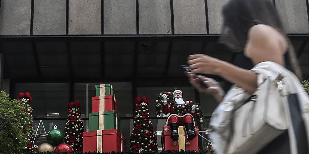 Decorações de Natal enfeitam ruas de São Paulo, Brasil