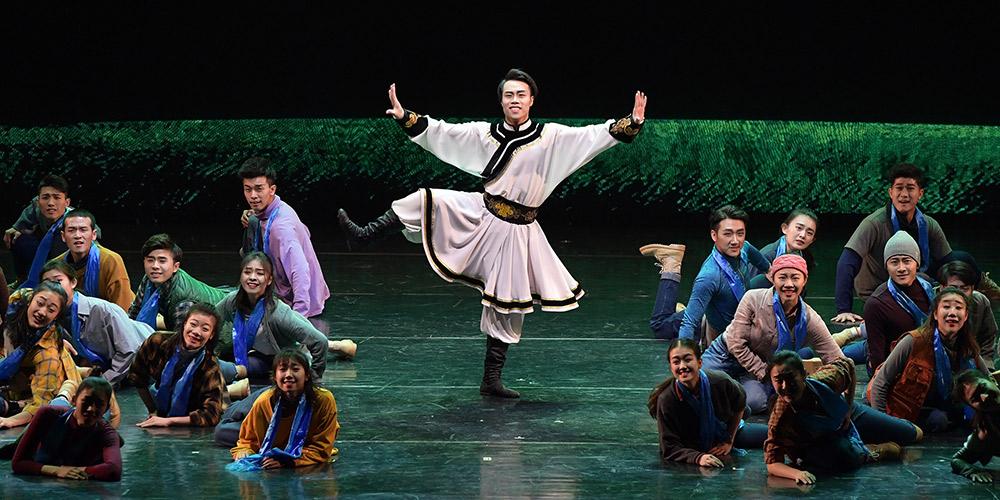 Artistas apresentam danças folclóricas com temas da etnia mongol em Beijing