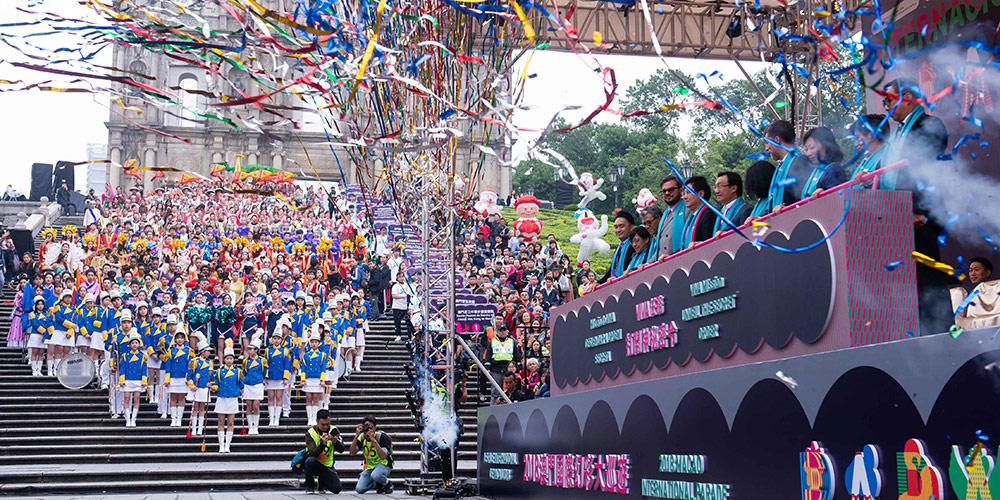 Macau realizada parada internacional para celebrar 19º aniversário do regresso à pátria