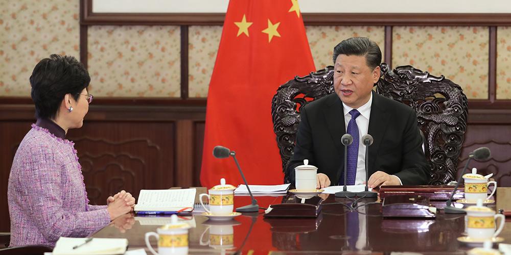 Xi Jinping reúne-se com chefe executiva da RAEHK