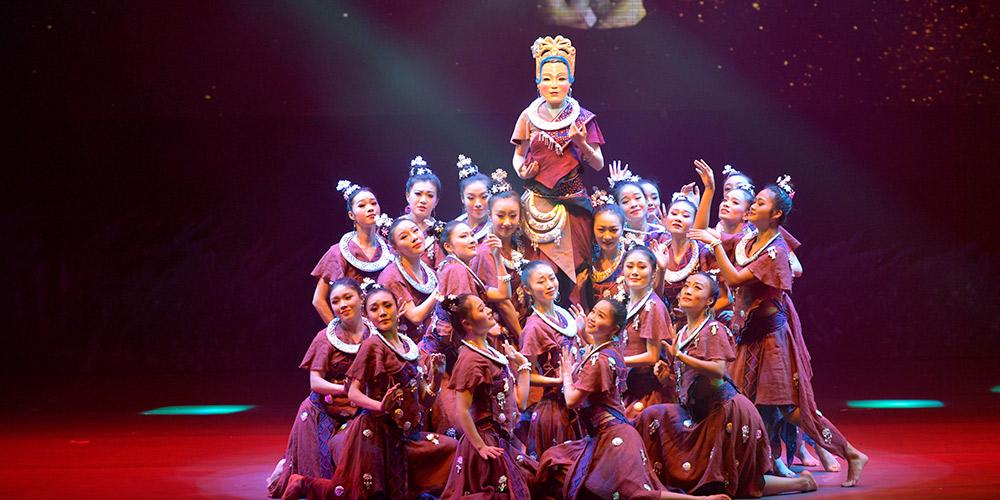 """Espetáculo """"Cidade Natal da Melodia do Barco-dragão"""" encenado em Hubei"""