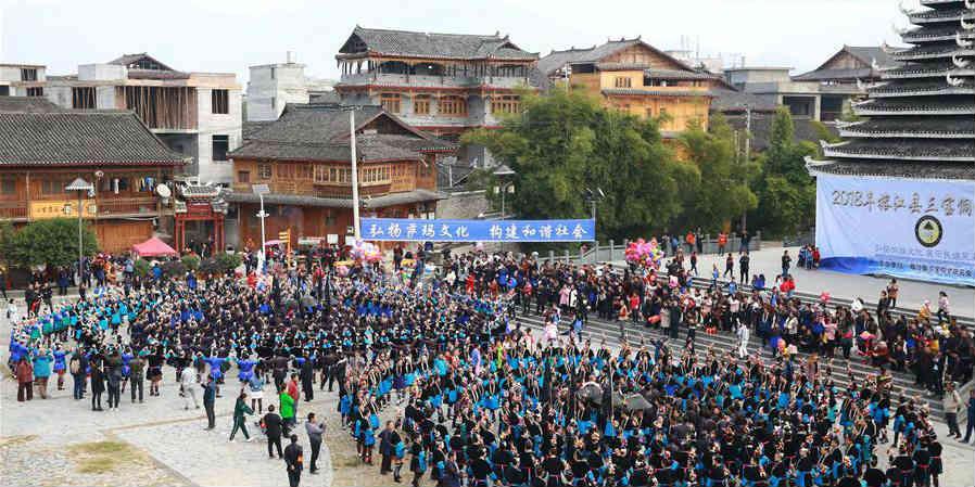 Grupo étnico Dong celebra Festival Sama em Guizhou