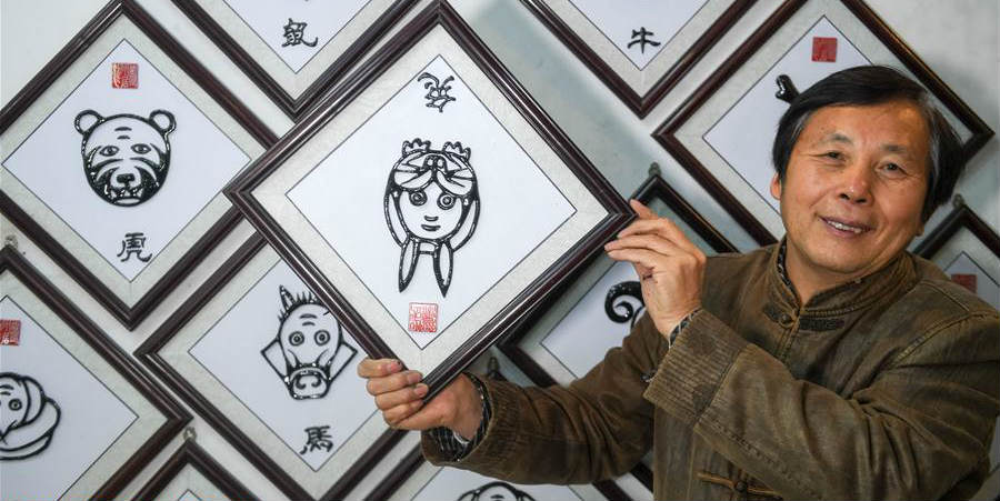 """Deng Zhiyuan: Mestre da """"Caligrafia de Ferro de Wushan"""" em Anhui"""