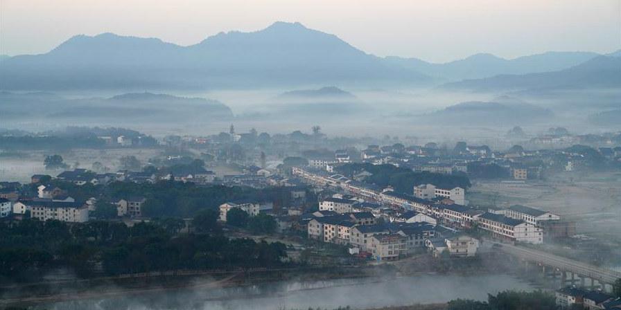 Galeria: Paisagem da montanha Longhu em Jiangxi