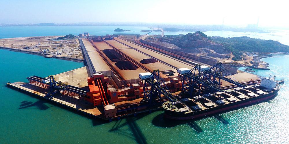 Portos constituem atividade econômica importante na cidade litorânea de Putian