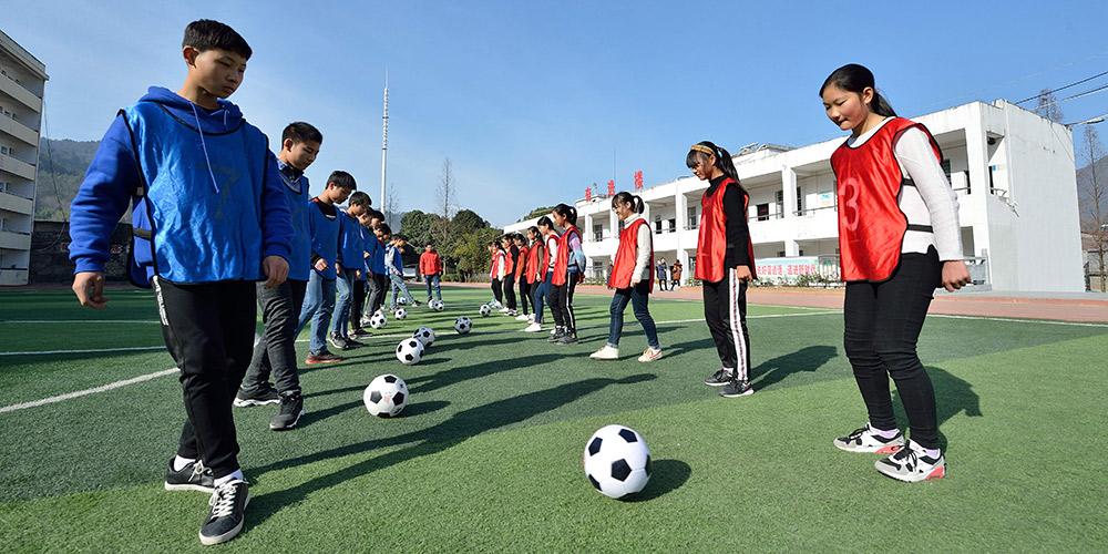 Escola de futebol ajuda jovens jogadores a alcançar seus sonhos