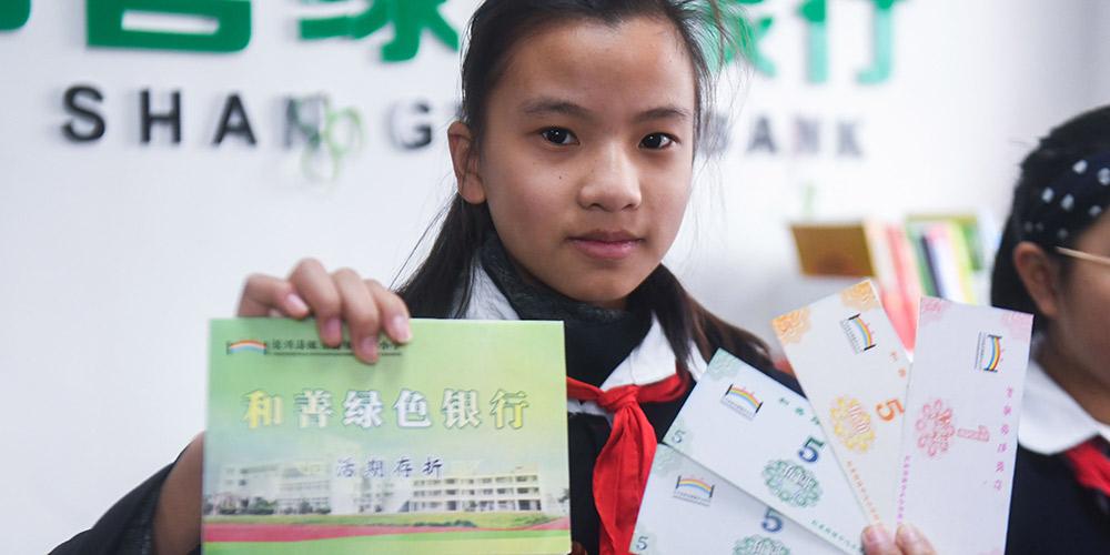 """Escola primária de Zhejiang estabelece """"Banco Verde"""" para reciclagem de resíduos"""