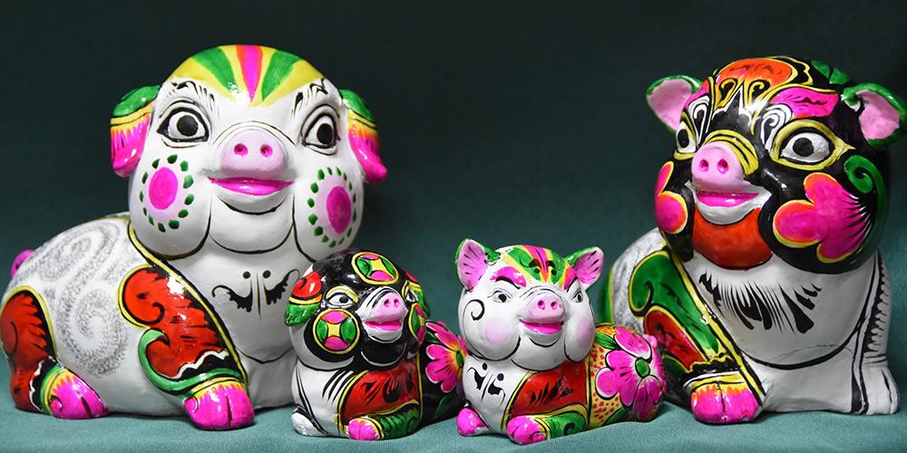 Artistas de escultura de argila de Shaanxi fazem esculturas para o próximo ano novo lunar chinês