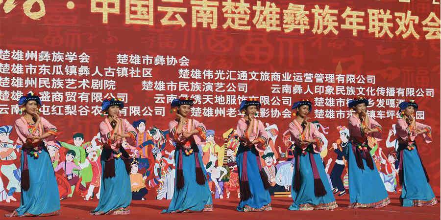 Pessoas do grupo étnico Yi comemoram ano novo tradicional em Yunnan, sudoeste da China