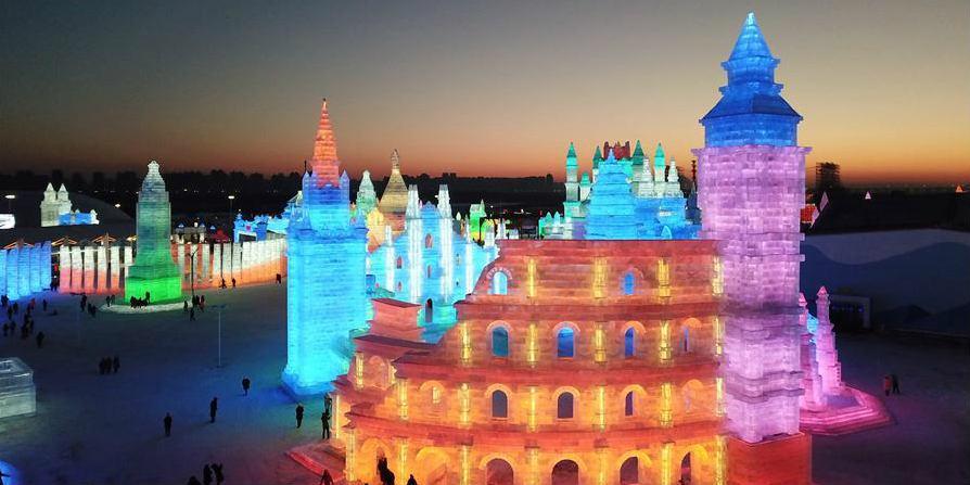 Mundo de Gelo e Neve de 600.000 metros quadrados abre em Harbin