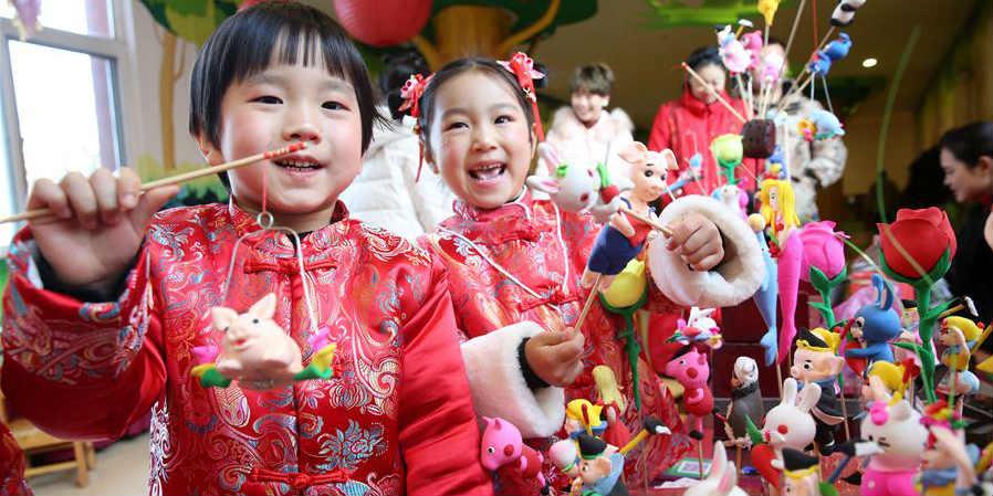 Povo chinês comemora o próximo ano novo de várias maneiras