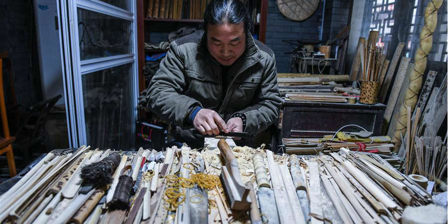 Atividades culturais tradicionais realizadas na vila famosa da fabricação de leques