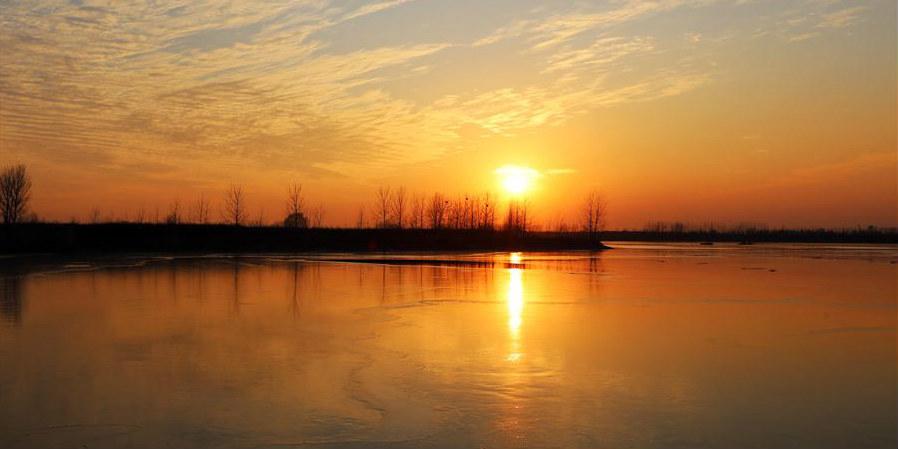 Paisagem do pôr do sol no rio Shuhe em Shandong
