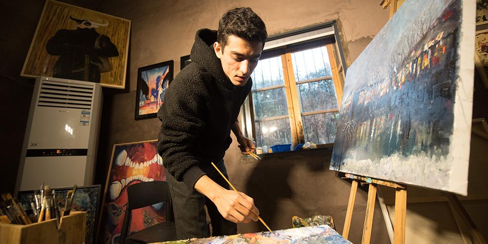 Pintor iraniano busca realizar seu sonho na China