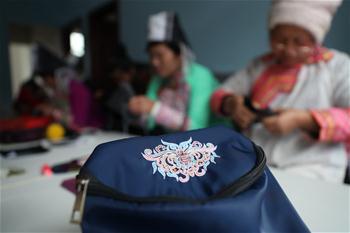 Artesanato tradicional aumenta renda de mulheres em Qiandongnan, província de Guizhou