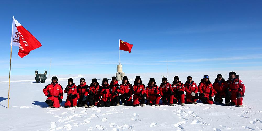 Fotos: Equipe da 35ª expedição antártica na área do Dome Argus