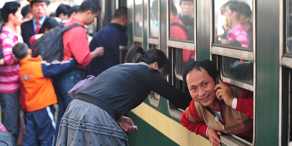 Memória: Chineses regressam à terra natal para o Festival da Primavera