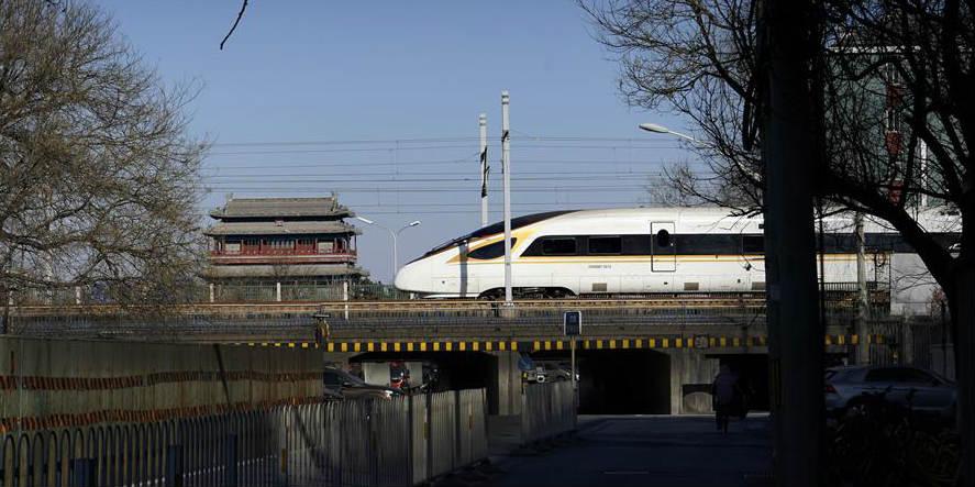 Sistema ferroviário chinês registra aumento de viagens de passageiros antes do Festival da Primavera