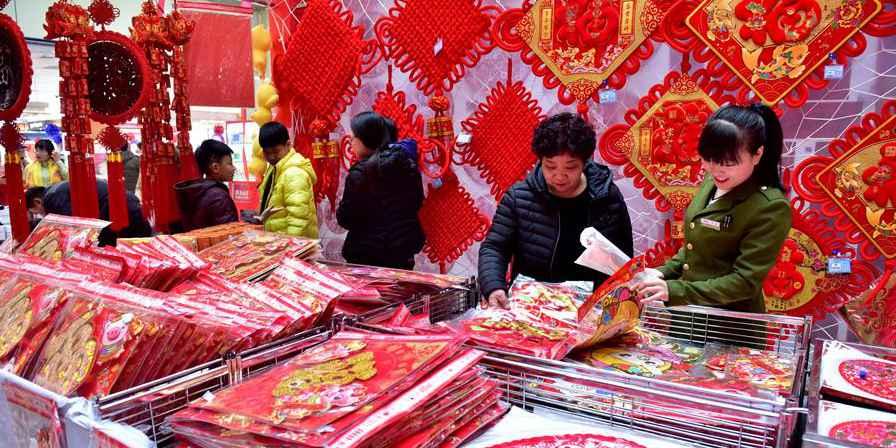 Pessoas se preparam para o próximo Festival da Primavera em toda a China